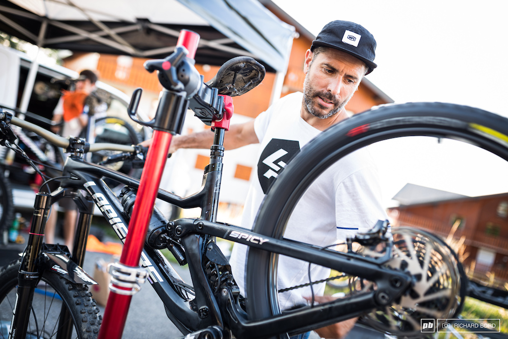 Ex Enduro World Series rider now team manager and Isabeau s mechanic Cedric Carrez should be proud of his team the Lapierre Zipp Collective.
