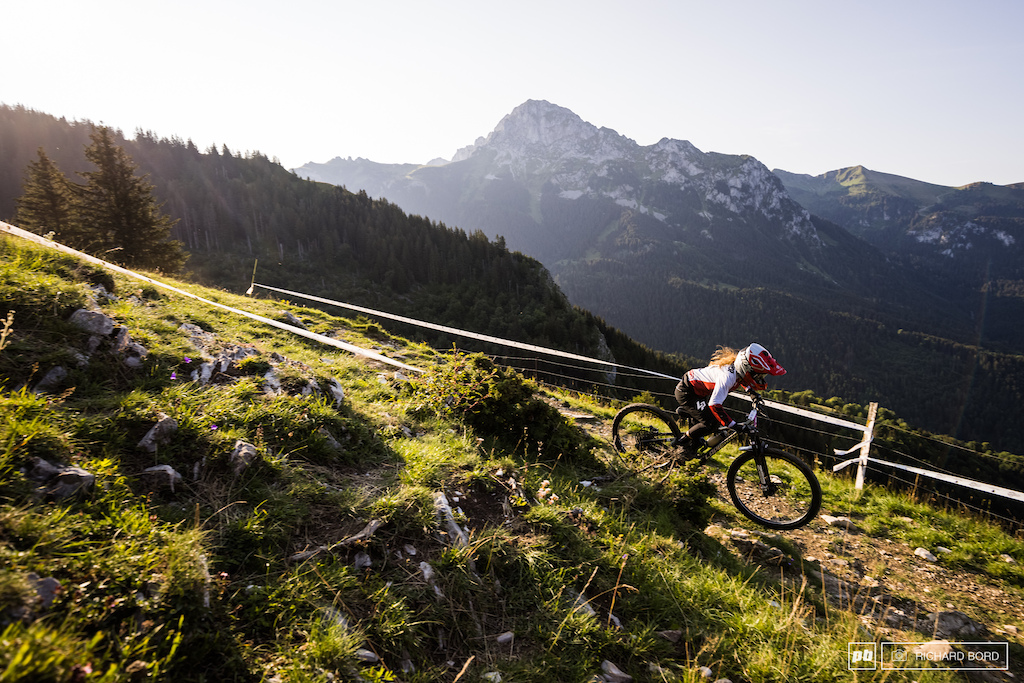 The 2019 Enduro World Champion Isabeau Courdurier really wanted to be here in the French Alps this week-end for the French Championships. Looks like she won a new jersey