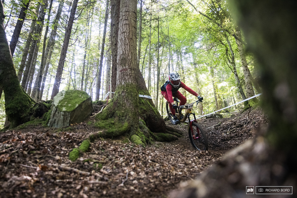 The 2020 French DH Champion Romain Paulhan switched for a smaller bike and still made it to the 3rd place Impressive