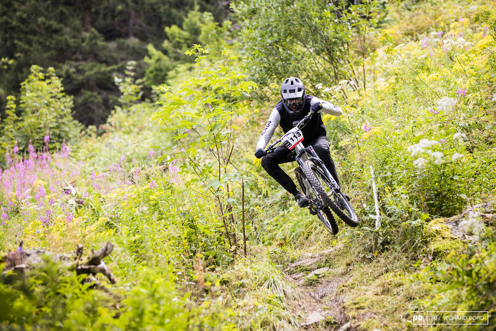 A week after racing the E-MTB Tour du Mont Blanc with Marco Fontana T-Lap a.k.a Rider 404 switched his bike and made it to the French Enduro Championships. tontondubled