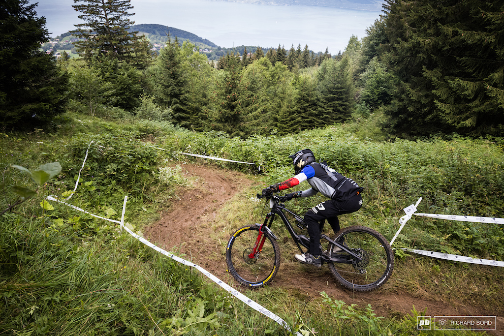 A crash on this slippery stage didn t stop Nicolas Vouilloz on being the fastest of the week-end on an E-Bike.