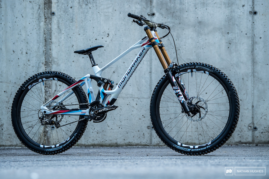 The 3D Summum in all it s glory. This bike will be ridden by Ele Farina but Brook and Laurie will run the same design.
