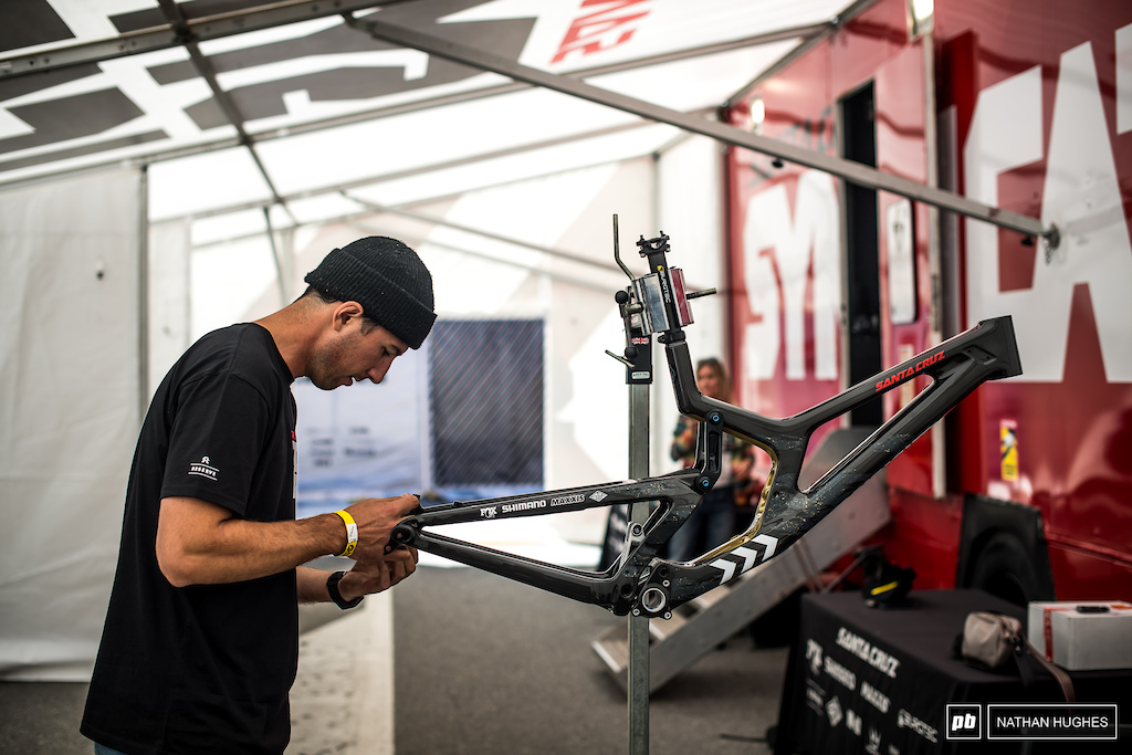 Lyle getting into the build of Greg s new gold-fleck V10 after Worlds.