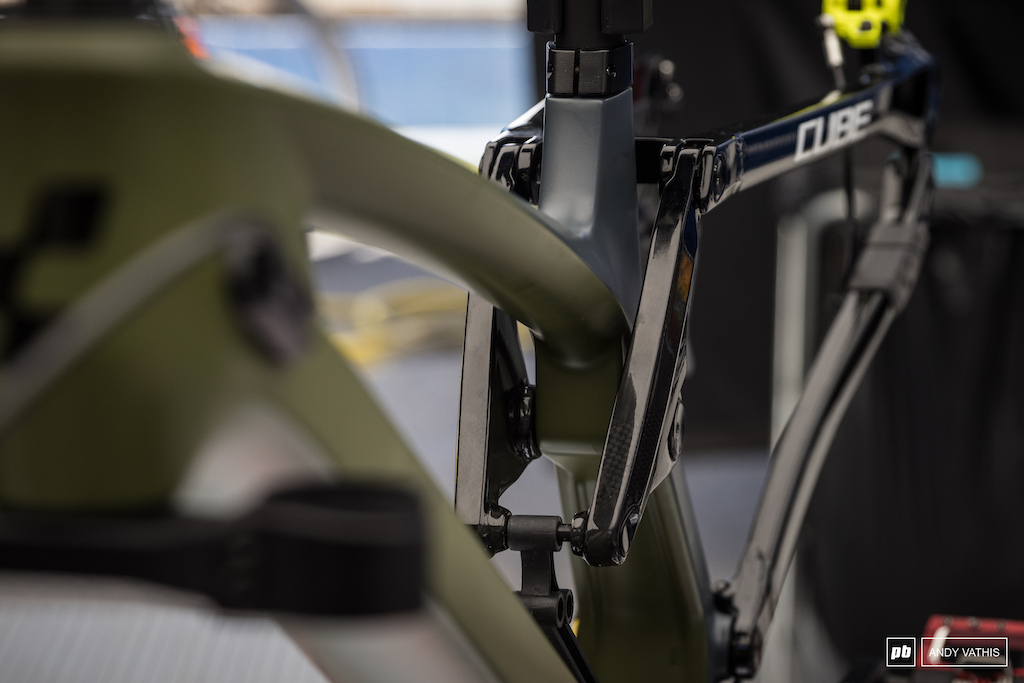 Naked carbon linkage on the Cube bikes.