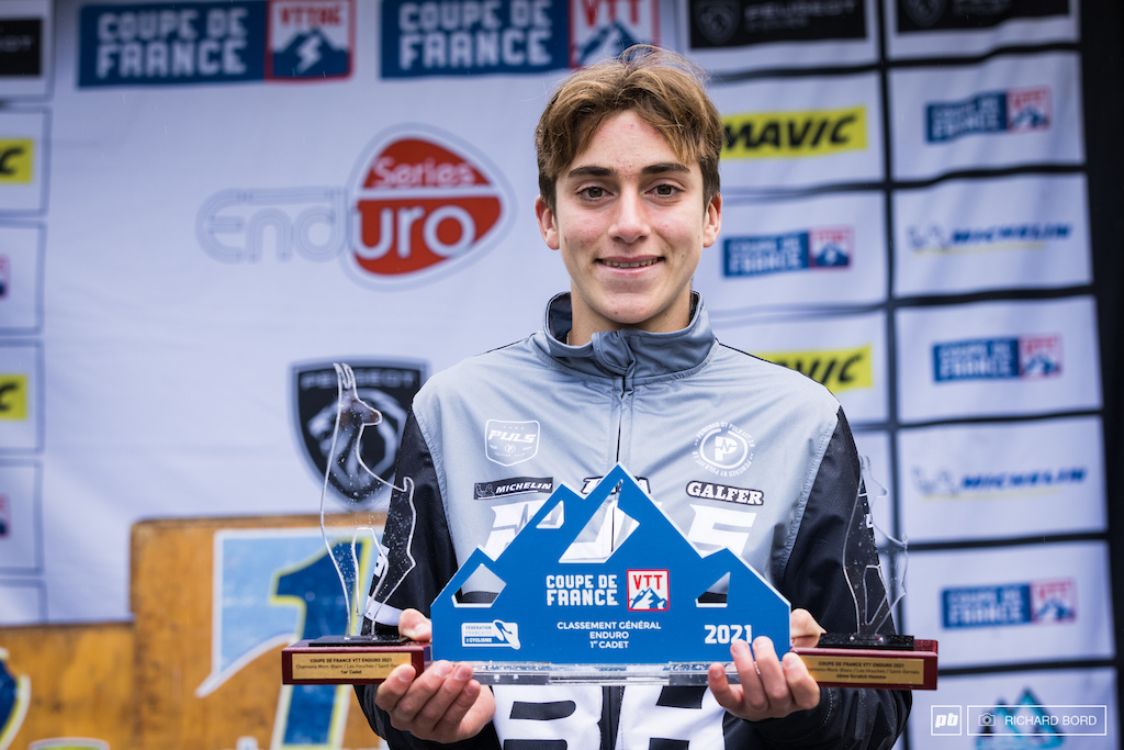 Winner of the week-end winner of the 2021 overall after winning all the 4 races and 4th place scratch of the week-end. Oh wait Raphael Giambi is only 14 years old Enduro World Series staff be ready to welcome him in a few years