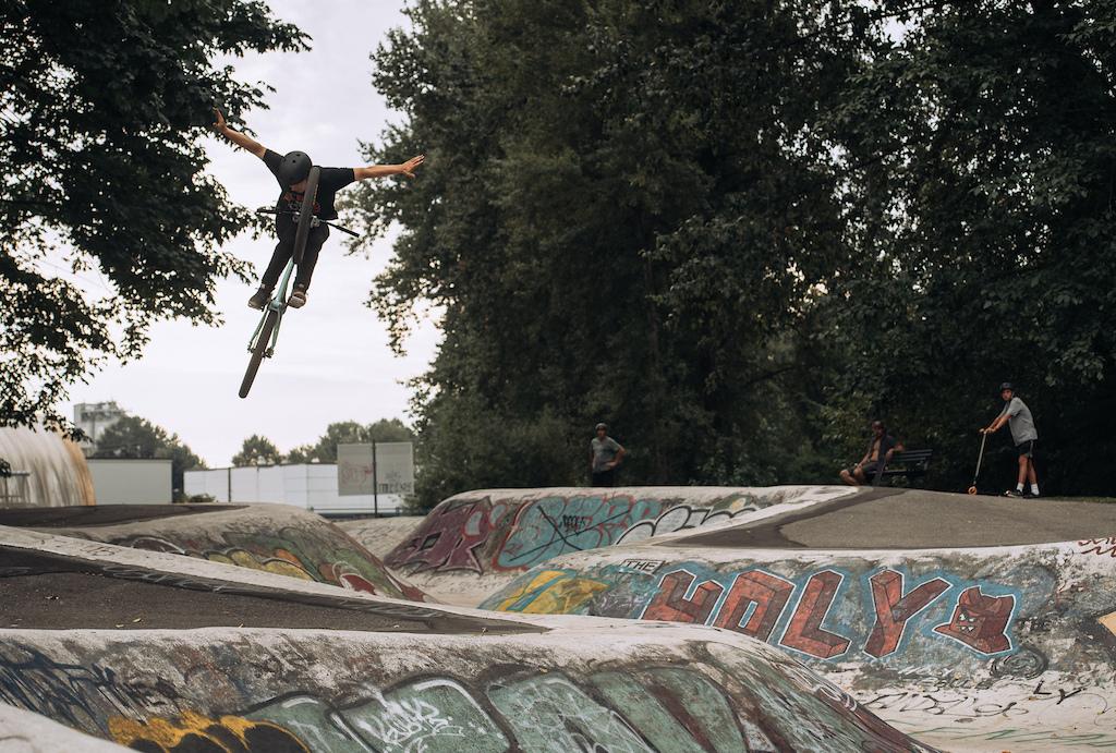 Caleb Holonko Rides the Shonky