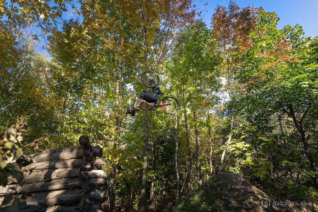 Air DH Whip-Off and Best Trick durant le Marmota Fest 2021. Quebec City Mountain Biking. Rider Nicolas Girard.