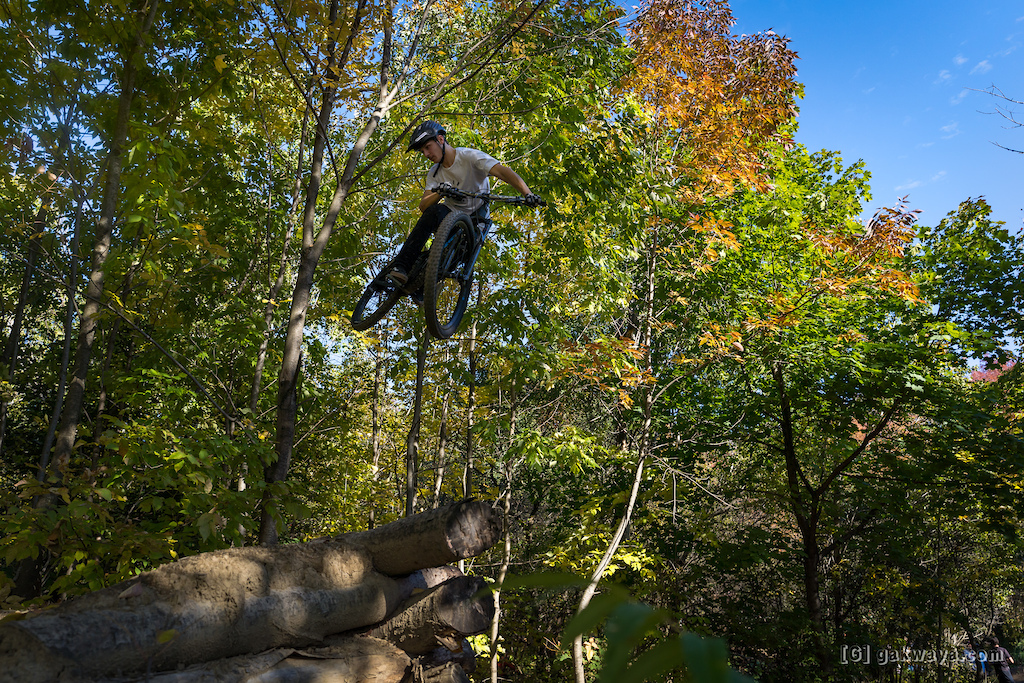 Air DH Whip-Off and Best Trick durant le Marmota Fest 2021. Quebec City Mountain Biking. Rider Nathan Compartino.