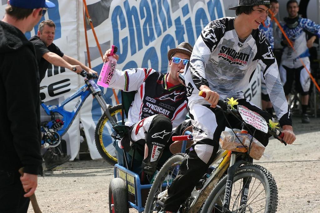 Santa Cruz Syndicate team photos.