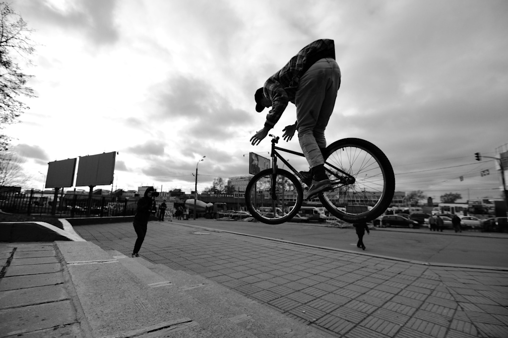 Alexey Sinayko with his Dartmoor Cody at Moscow Streets.