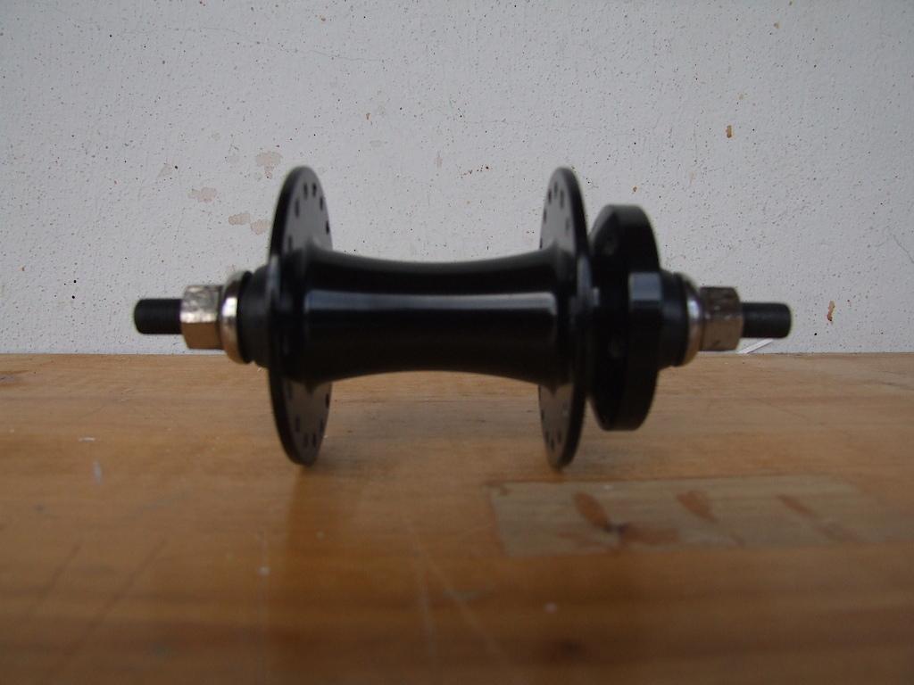 vende-se cubo da frente shimano de 9mm em mt bom estado.