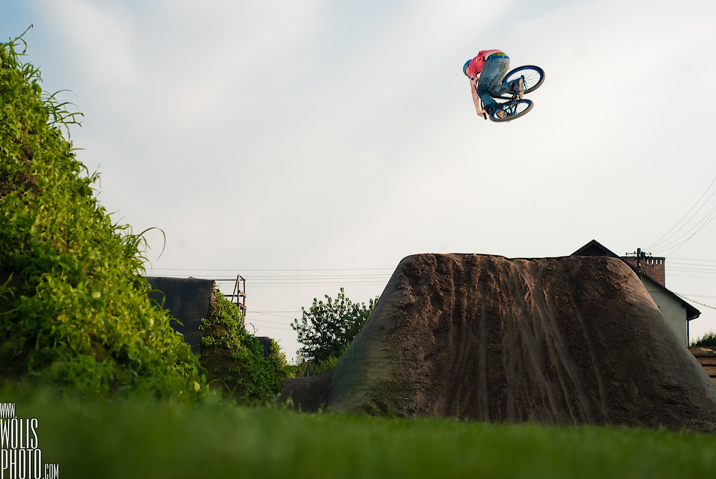 Shamann brothers making tricks at their backyard. Dawid Godziek with his Two4Player. dartmoor-bikes.com