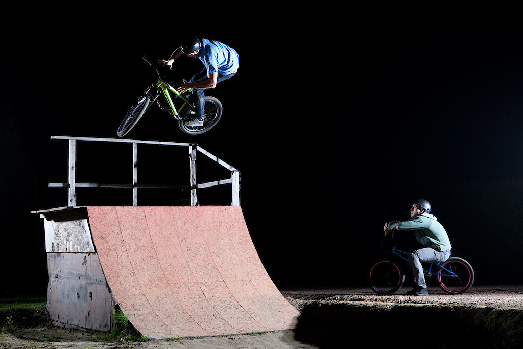 Night jam at Shamanns' backyard. Dawid Godziek with his Two4Player. dartmoor-bikes.com