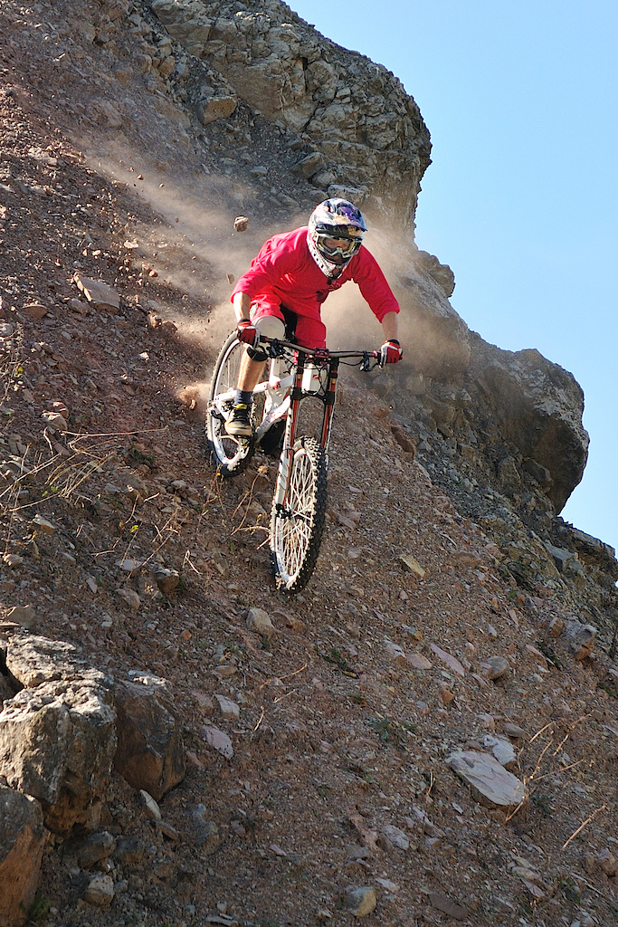 riding down the stones. photo by www.tommysuperstar.com