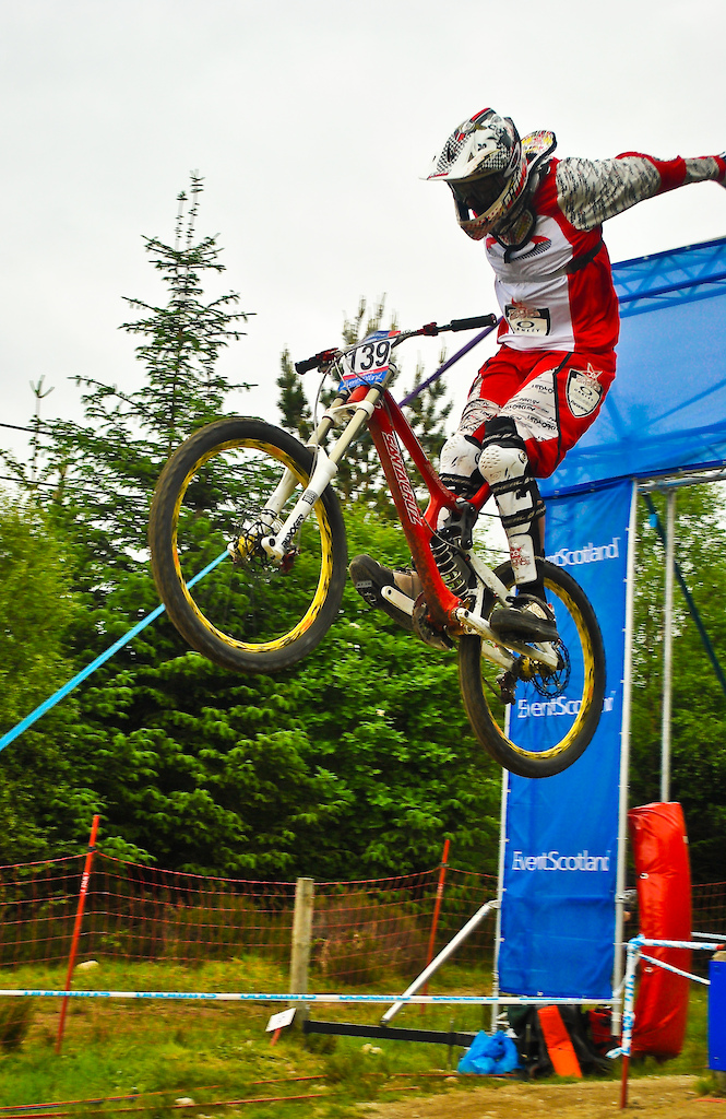Some more photo's i found from the 2010 World Cup. CG's massive suicide no-hander through the Scotland arch on Sunday's practice.