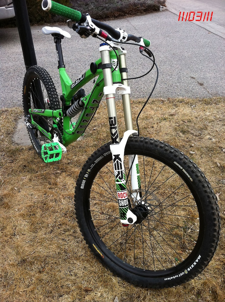 upgrades RaceFace Stealth bar, Boxxer Team > WorldCup with Custom Decals, Titanium rear axle, SDG seat and post, titanium coil, TwentySix pedals with titanium shaft, Straightline silent guard, fixed up Intense decals, weighed in at 37lbs so far, more to come!