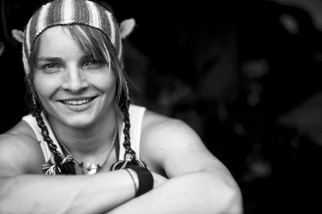 Some images of German national Womens Downhill Champion 2010 and Bergamont Team rider Harriet Ruecknagel on her Bergamont Straitline Team Bike.