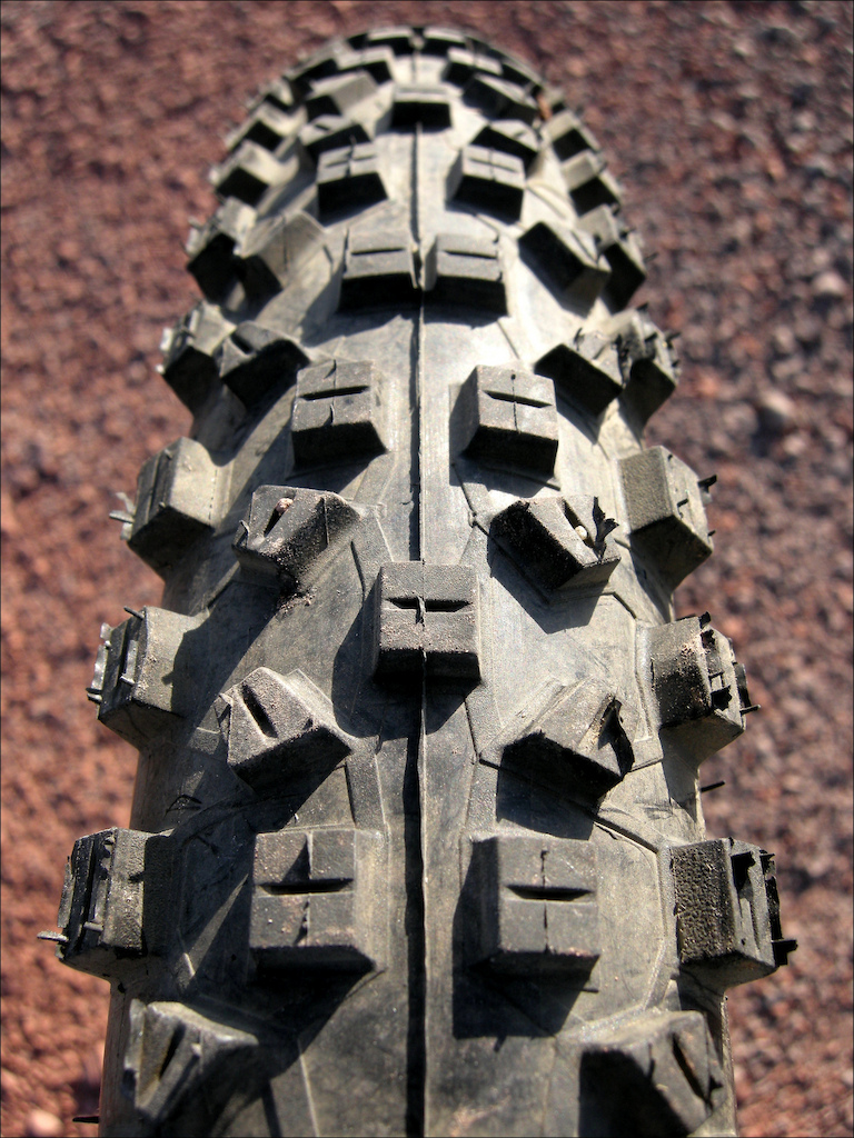 ...Compared to the original Hans Dampf, which featured angular, flexible tread blocks, arranged in semi-circular patterns.