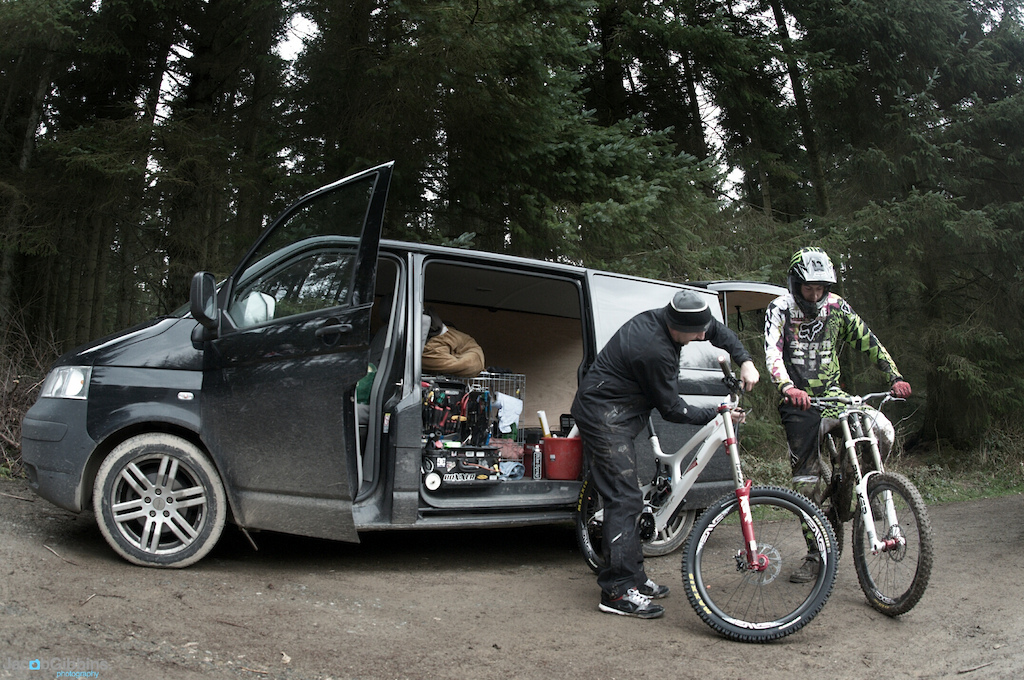 We then went from their local woods into N Wales to do some uplifts and testing, here Josh talks through the finer points of the bike with his mechanic.