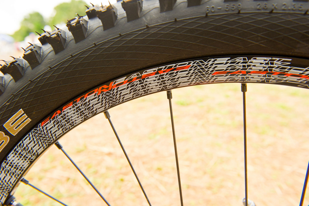 The Easton Havoc DH hoops come stock with a UST compatible rim profile allowing tubeless use if so desired. They also feature a 23mm inner width, so Steve can roll on some pretty meaty tires if conditions warrant it.