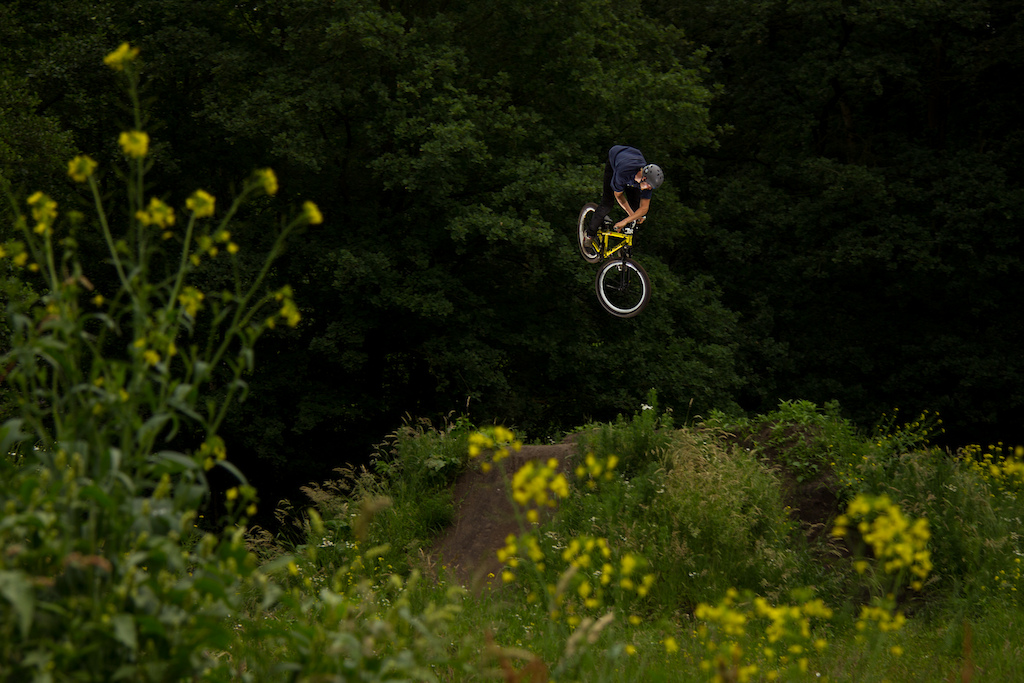 We had a sweet day at the trails today Jer did some sick 360 combo's. Here is a little preview of a threesixty x-up!!!