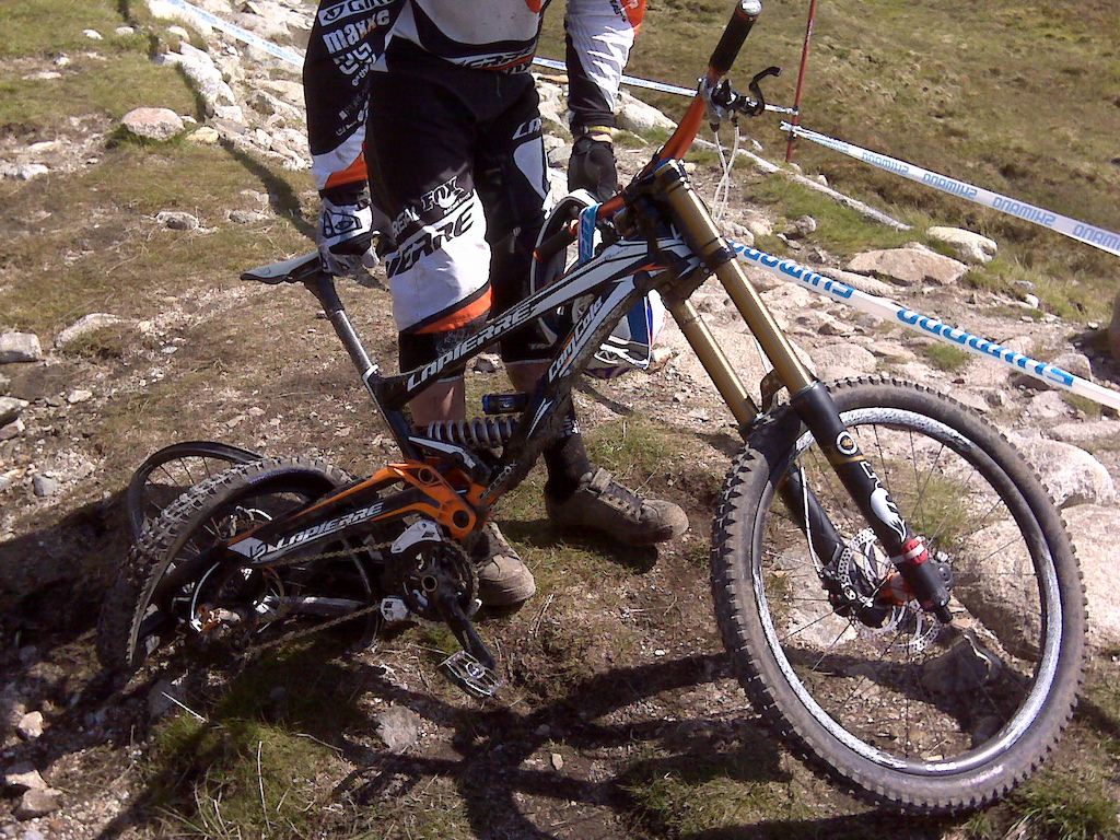 Friday practice at Fort William. Easton Carbon rim failure at the first rock garden.