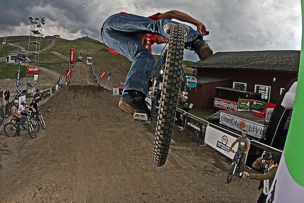Kona Launch 2008 in Livigno Italy. Paul Bas hit the quarter pipe with a great style under the eyes of Chopper the Lacondeguy brothers and john Cowan. a piece of Kona History.