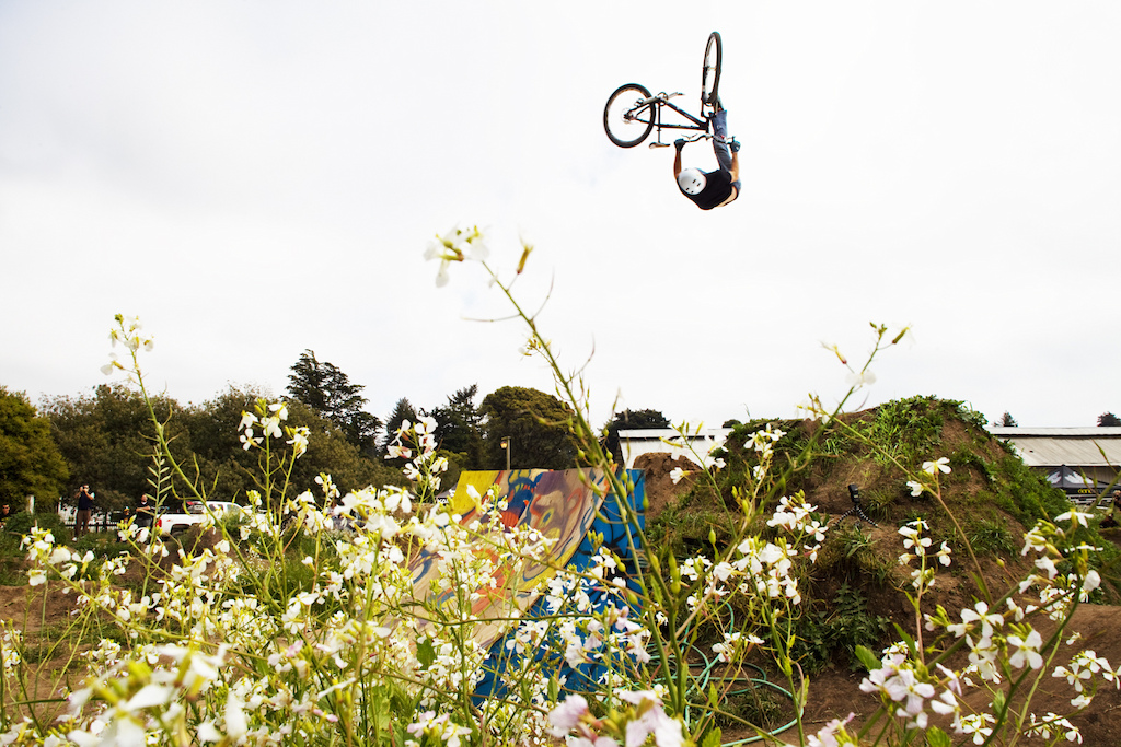 a white sky day in Aptos. it was my first time there for the classic dirt jump jam after the Sea Otter. I find this angle with those flowers that make the composition not so bad.. and this was one of the best trick of the day. props to Greg Watts.