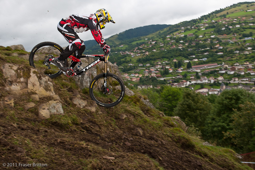 Aaron Gwin was the other rider absolutely pinning it into this section he skipped across eveything onthe way in and dropped into the middle line here avoiding most of the chunder and holes.