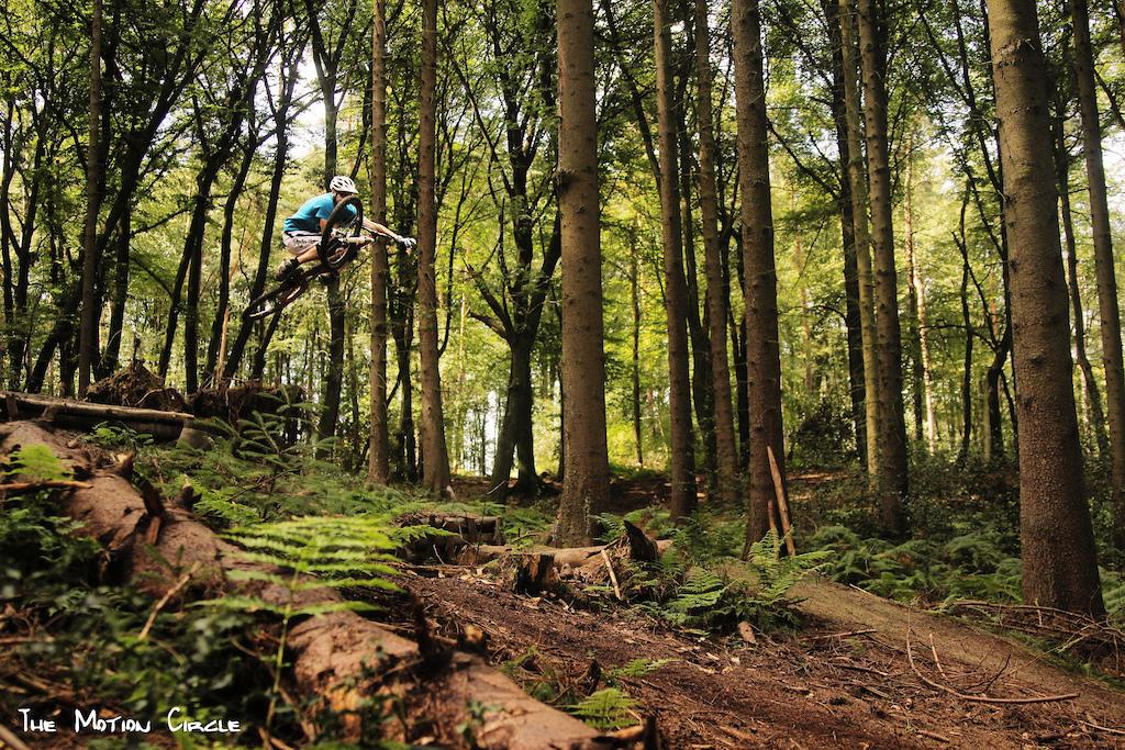 http://www.facebook.com/TheMotionCircle  Alutech teamrider Viktor riding his Alutech Fanes.