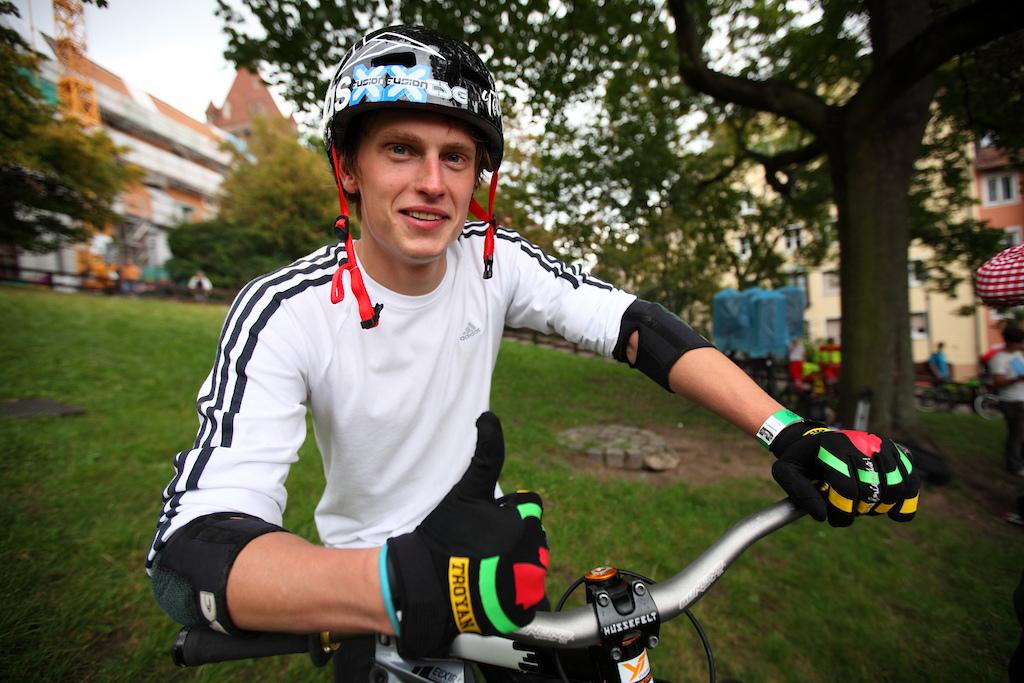 Tobi Wrobel local German rider preparing for his practice runs