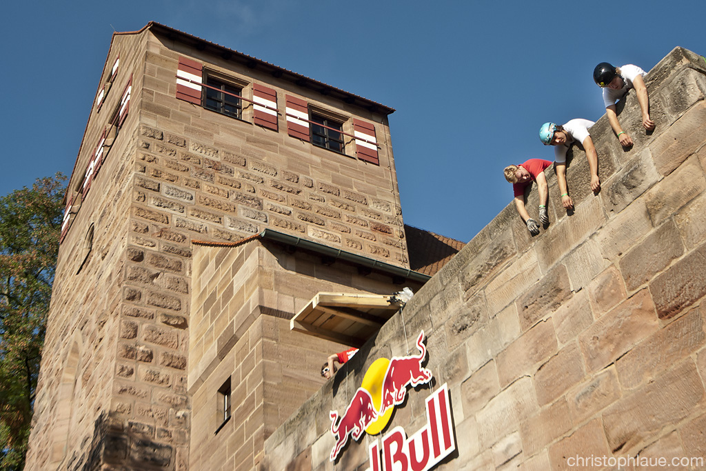 riders hanging around at the castle...Photo Christoph Laue
