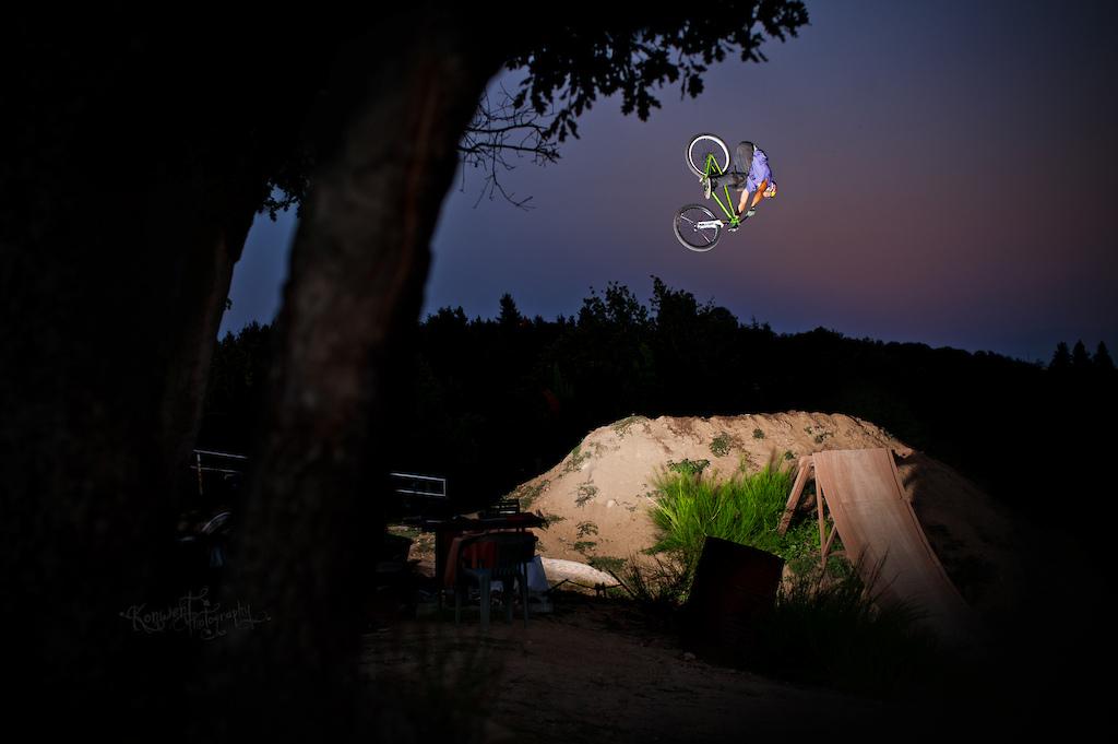 Szymon Godziek tripped to France with his Dartmoor Cody to meet Yannick Granieri and Thomas Bibiloni at his backyard near Lyon. Beautiful 360 nosedive here. Photo by Kuba Konwent - http://konwent.fotolog.pl/. http://dartmoor-bikes.com