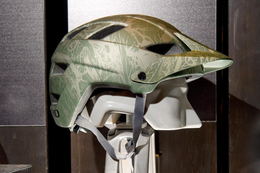 Giro Feature AM Helmet
