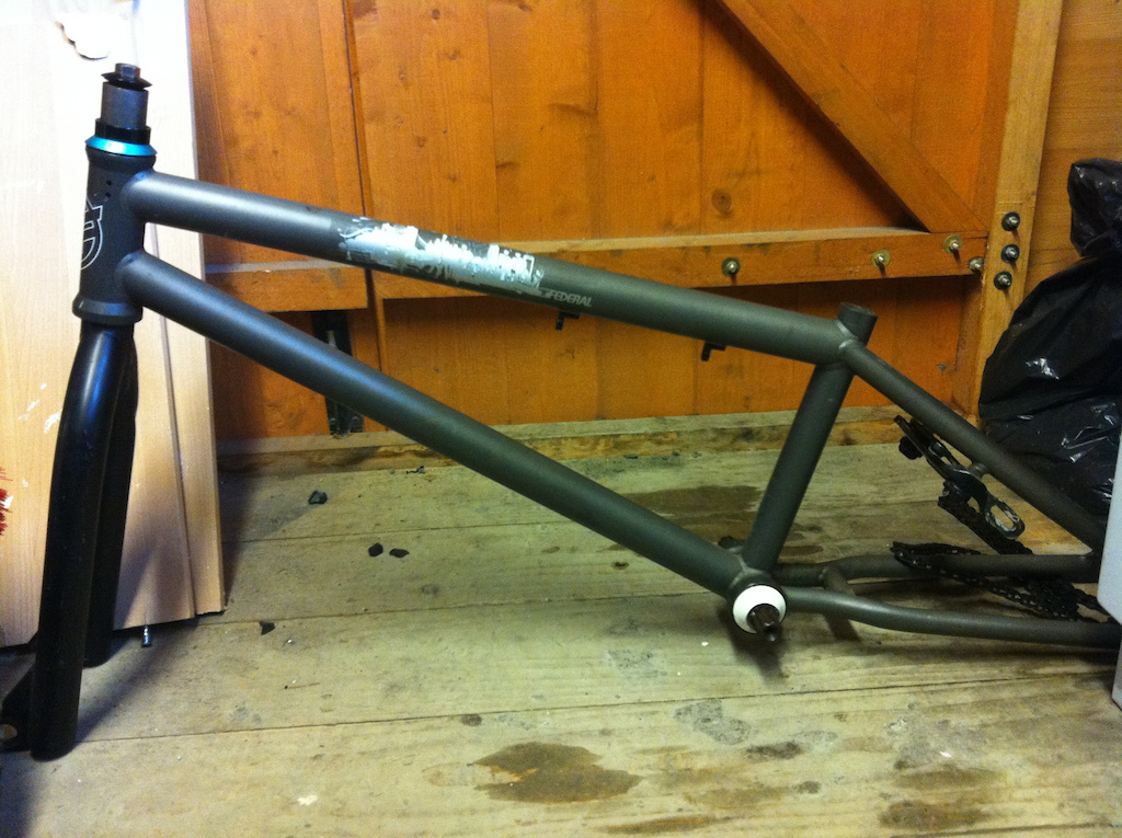 federal d watt$ frame with black stock fit bike forks, white united bb and verde light blue headest..  offer for all, pick up or meet..