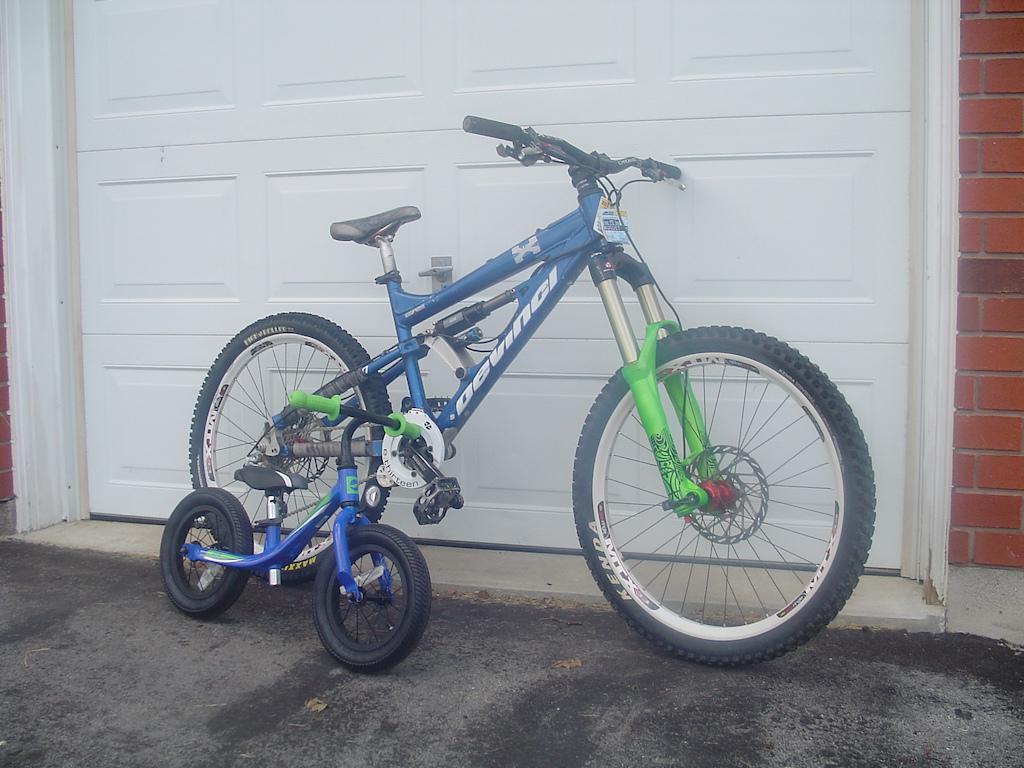 matching freeride bikes