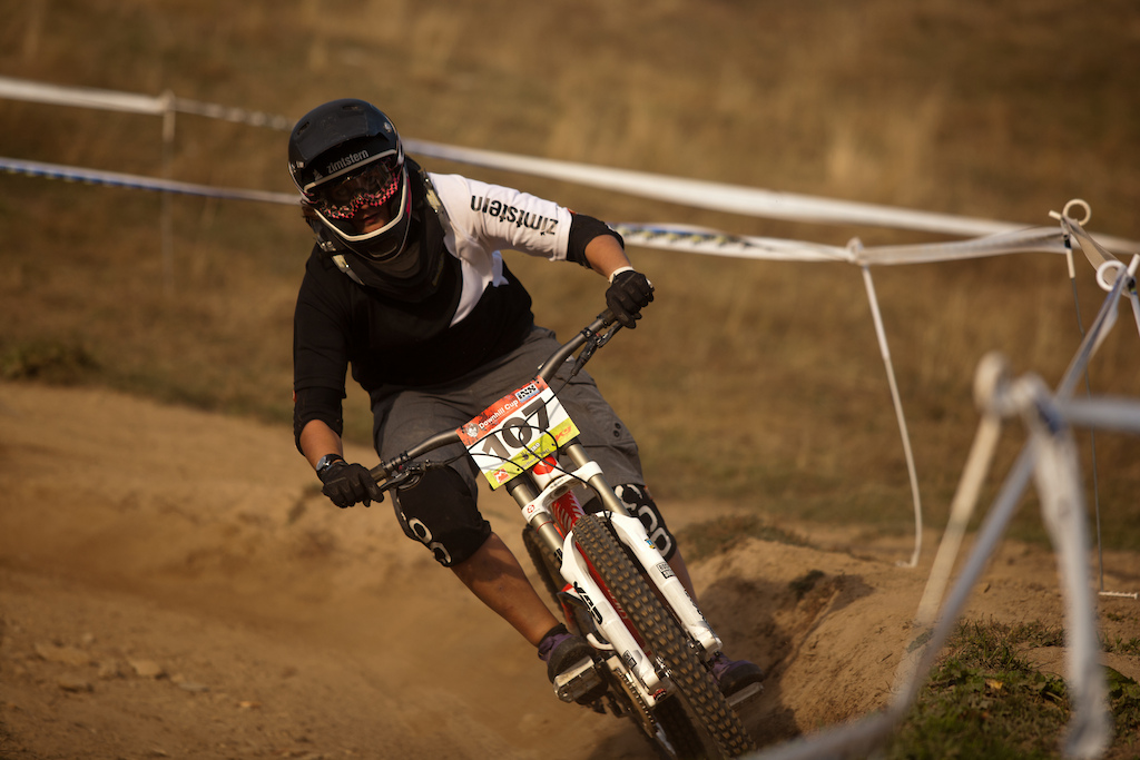 Last DH Race of the Season on one of the most beautiful Tracks in Switzerland, pure FUN, pure DUST.... Sweet.