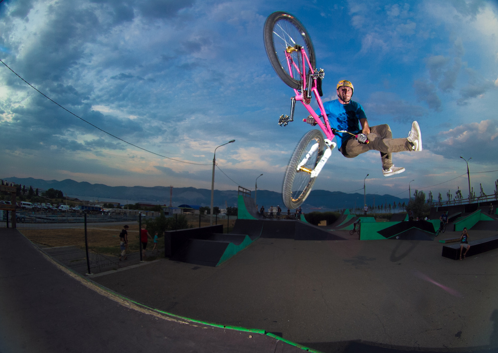 tailwhip to fakie
