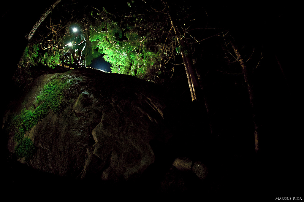 Nightriding steep slippery rocks with the Niterider 3000 lights