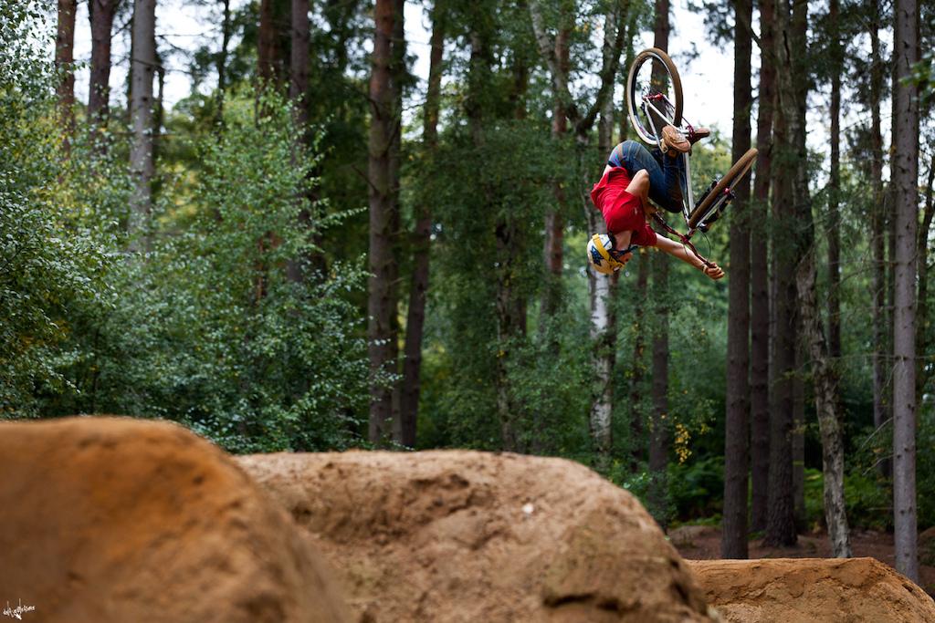 360 flip dumped tabletop / published in 'stopklatka' 43ride #1 / identiti bikes / www.delayedpleasure.com