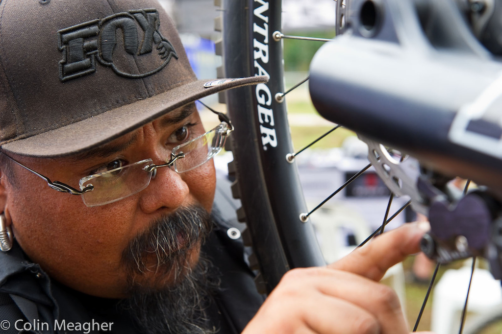 Trek World Racing Mechanic Monk gets down to business on Justin Leov s bike.