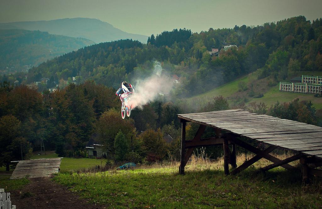 Remek Oleszkiewicz in Palenica bikepark with his Wish. Photo by Bartek Woli ski. Ride Your Way 2 Bling.