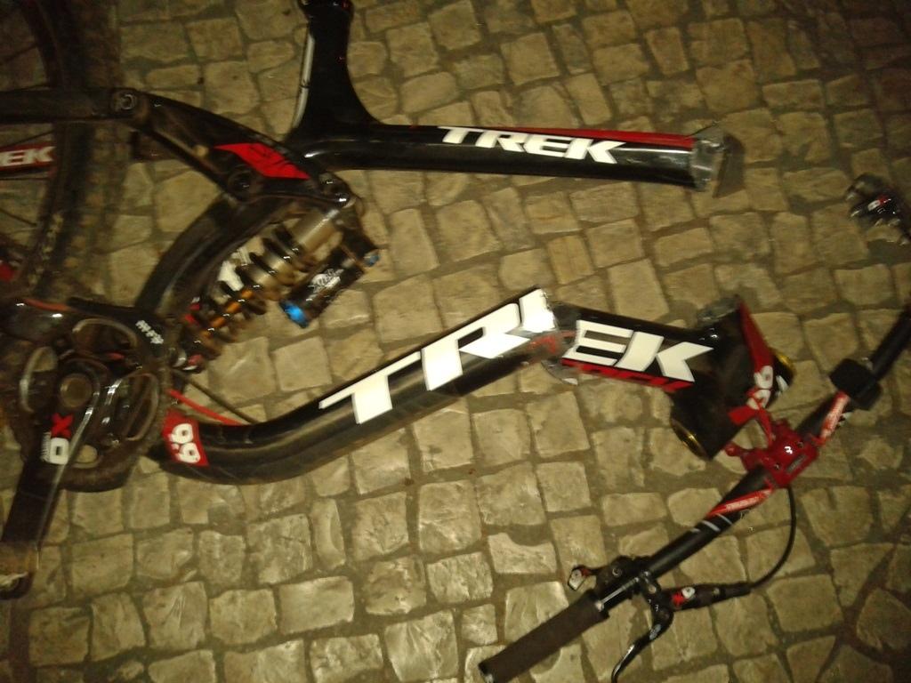 broken trek session 88 carbon NOT MINE