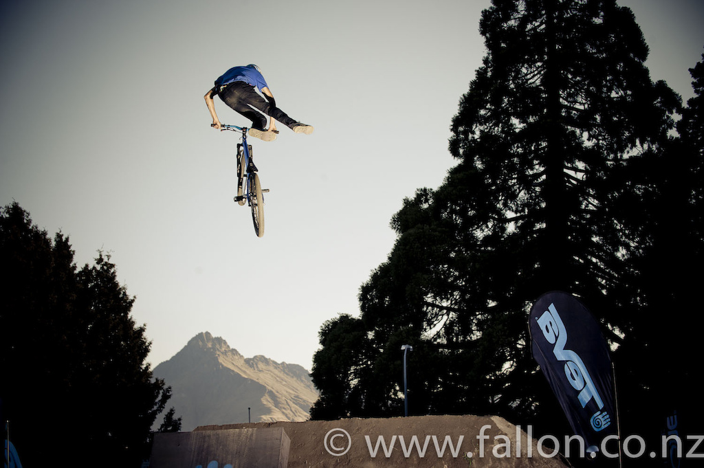 Lewis Jones no foot can in finals at the 2012 Queenstown Bike Festival Teva Slopestyle