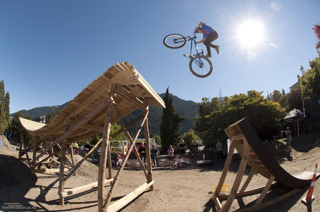 Lewis Jones no foot can onto the fruit-bowl at the 2012 Queenstown Bike Festival Teva Slopestyle
