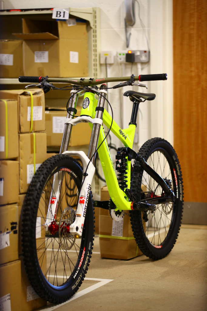 """ee this bike in action this weekend at the Halo BDS The frame retails for £1099 7.5"""" travel 64"""" head angle 150mm rear 9lbs for the frame and shock Rock Shox Vivid R2C coil shock"""