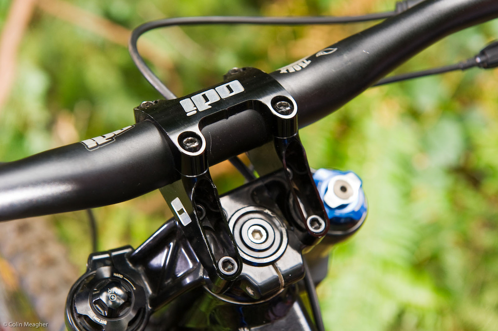 The ODI Flight Control Direct Mount Boxxer Stem measures in at 50mm. This stem features moto style clamping--the top two bolts are designed to bottom out so only the bottom two bolts need be tightened to a torque setting.