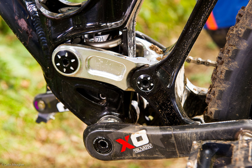 The rear shock mounts low in the frame for a lower center of gravity and better cornering. This combined with the DW-link s anti-squat characteristics makes for a low stiff bike that corners on a dime without the penalties normally associated with a low BB. The DW linkage shown here is mounted on 17mm pivot pins with a double row of EnduroMax bearings for long life and a supple ride. Additionally the short DW link and the 83mm wide bb shell contribute to minimize lateral flex.