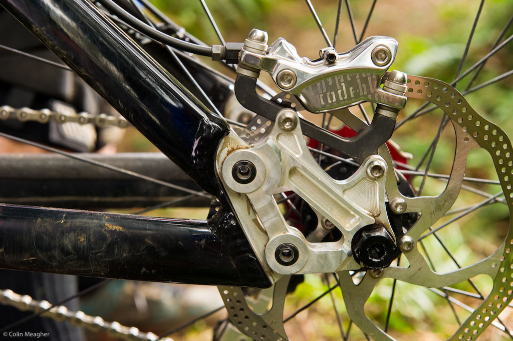 With his new Pivot Luke is running a combo of SRAM X0 brake levers master cylinder with Avid Code calipers.