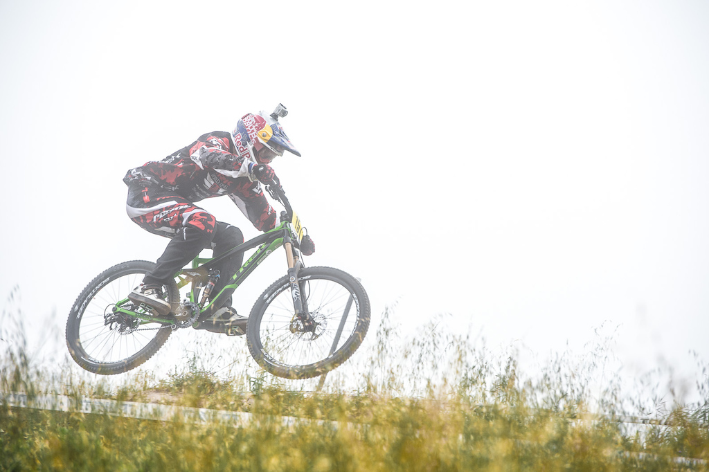 There are short tracks long tracks steep tracks and pedally tracks. So far Aaron Gwin doesn t seem to be having too much trouble with any of them. Third place at the Sea Otter Classic DH